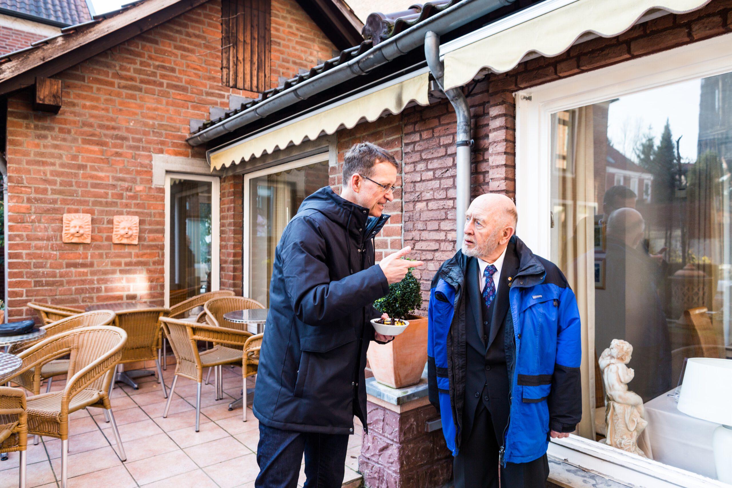 Making-of: Prof. Thorsten Hennig-Thurau und Hannes Demming (v.l.) im Hotel Busche. (Foto: Kai Manke)