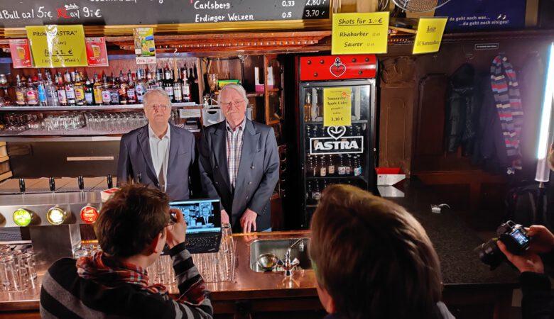 """Karl und Heinz Lutterberg beim Making-of im """"Bullenkopp""""."""